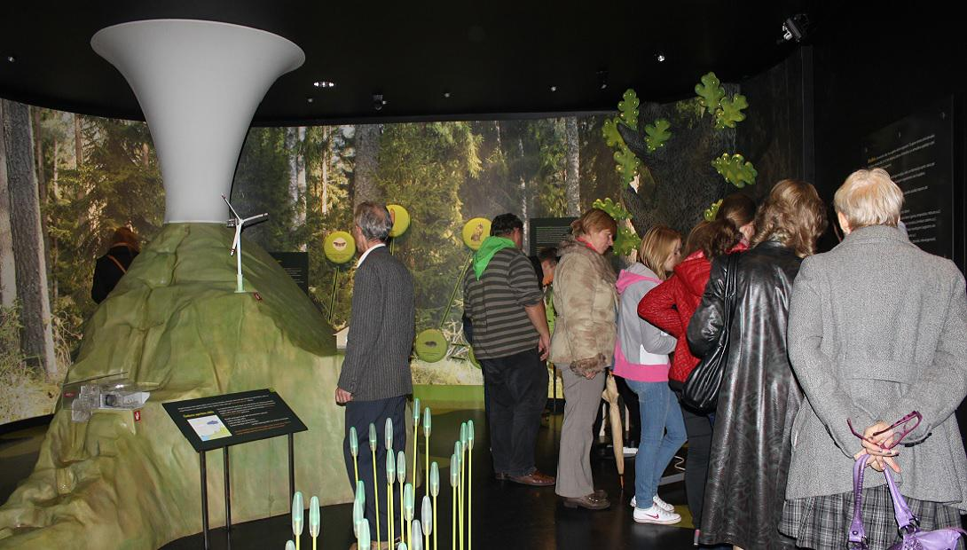 "Guided tour at the exhibition ""Humans and the Environment"""