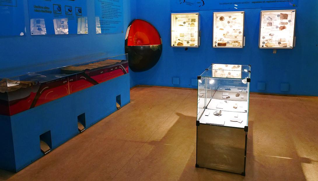 "Exhibition ""Dynamic Geology and Rocks"""